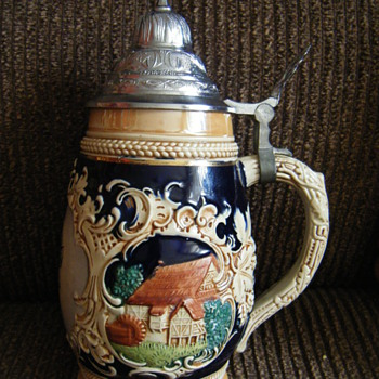 HAND PAINTED GERMAN LIDDED BEER STEIN-DUSSELDORF! - Breweriana