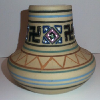 Brush McCoy Zuniart Cabinet Vase - Pottery