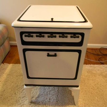 Can't Identify little 20.5 in. x 19.5 in. gas stove - Kitchen