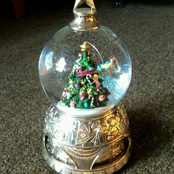 Snow Globe - Christmas
