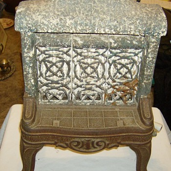 ANTIQUE SPACE HEATER - Tools and Hardware