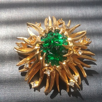Boucher sea anemone brooch  - Costume Jewelry