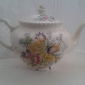 Garden Bouquet Windsor ware teapot by Johnson bros - China and Dinnerware