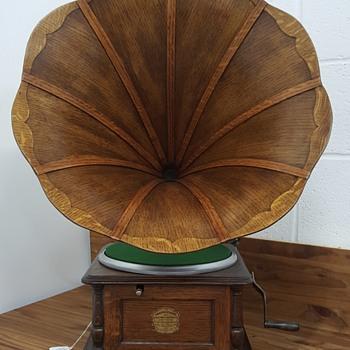 """1905 Columbia """"BI"""" Graphophone - Electronics"""