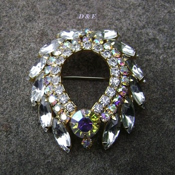 D & E brooch - Costume Jewelry