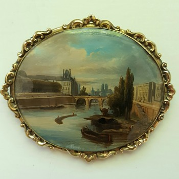 Large antique brooch, view of Louvre and River Seine, fixé sous verre miniature.  - Fine Jewelry