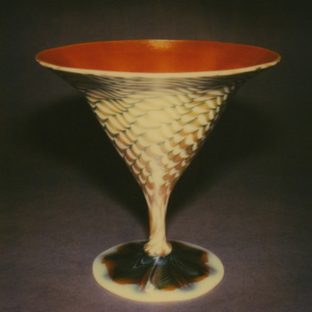 QUEZAL ART GLASS COMPOTE - Art Glass