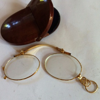 1860' gold pince-nez, with wood case. - Accessories