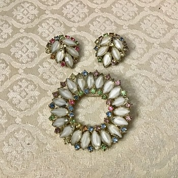 Brooch and earring set - Costume Jewelry