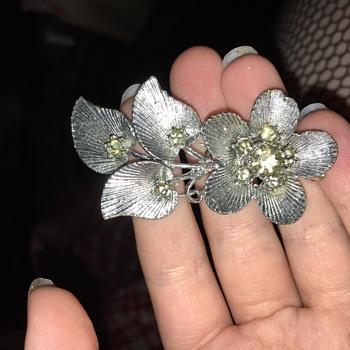 Silver flower brooch - Costume Jewelry