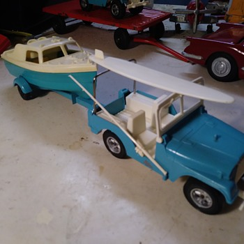 Hubley Jeep and Boat set - Toys