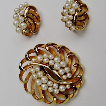 Trifari Pearl Brooch Set - Costume Jewelry