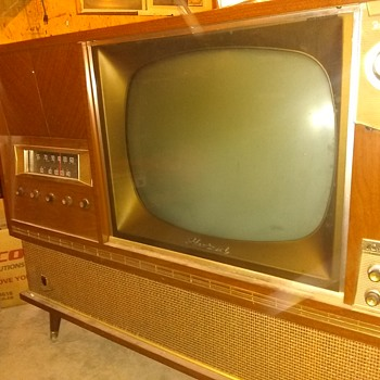 1961 Fleetwood tv stereophonic ( phonograph , Radio , TV ) : work in progress  - Electronics