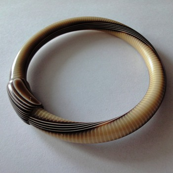 VINTAGE (1970s) LEA STEIN bangle bracelet - Costume Jewelry