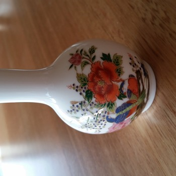 Small china or porcelain vase - China and Dinnerware