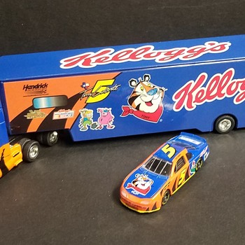 KELLOGG'S NASCAR TERRY LABONTE #5 TRACTOR TRAILER WITH CAR  - Model Cars