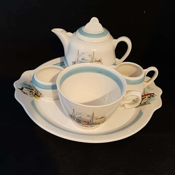 Clarice Cliff bachelors tea set - Art Deco