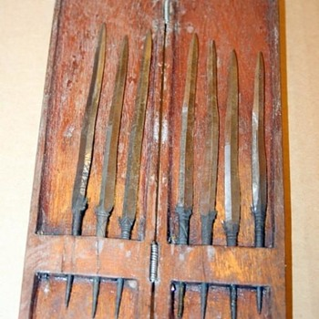 ANTIQUE VINTAGE WOOD CASED SET OF SPEAR ARROWHEAD DART TIPS POISON?  - Tools and Hardware