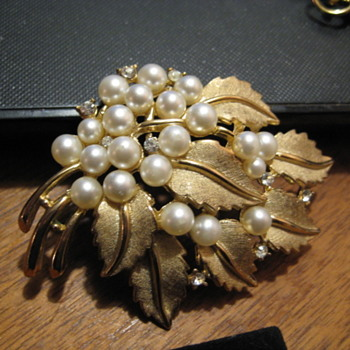 Crown Trifari Golden Leaf and Pearls Brooch - Costume Jewelry