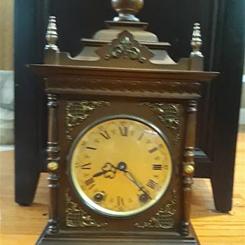 Rare mantell clock  - Clocks