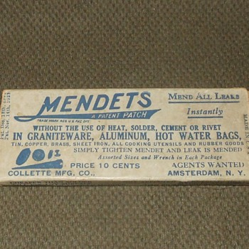 Antique (or possibly vintage) Mendets With Box For Repairing Graniteware - Advertising