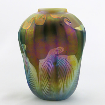 Tiffany Favrile Ribbed & Pinched Vase w Hooked Pulled Feather Décor - Art Glass