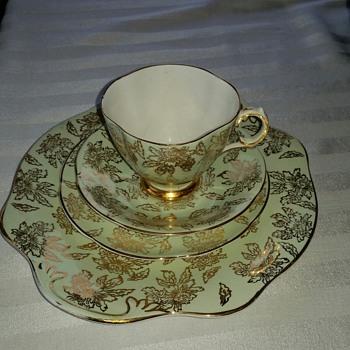 Royal Tara 385 Teaset - China and Dinnerware