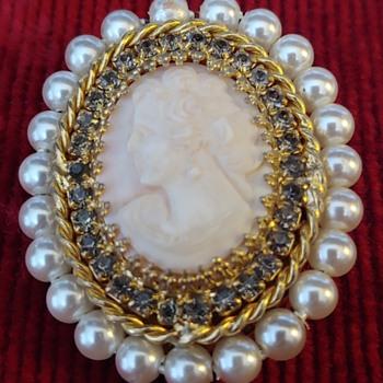 Great grandmother's brooch - Costume Jewelry