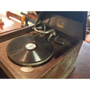 Original H M V  Gramophone Model 109  - Electronics