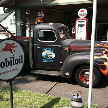 Every Gas Station needs a tow truck - Classic Cars