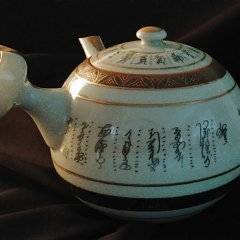 Japanese Kutani Porcelain Teapot (?) - Asian