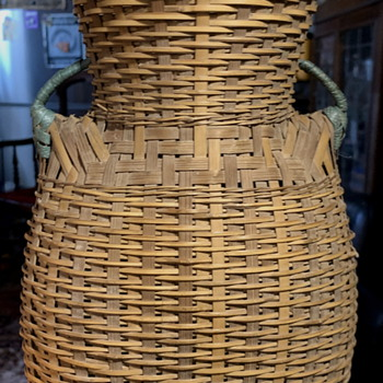 Sweet Little Old Basket! - Furniture