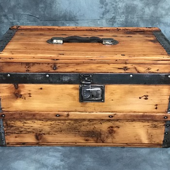 Small Antique Trunk Lined - Furniture