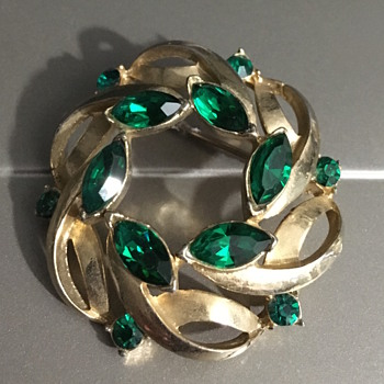 Coro Emerald Crystal Brooch - Costume Jewelry