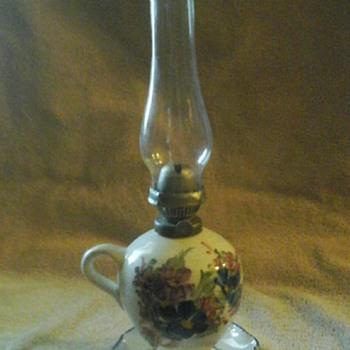 Porcelain finger oil lamp
