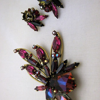 Weiss rhinestone brooch & earrings in shades of pink, magenta, red, aurora