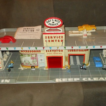 Marvelous Mecredi Marx Service Station Playset Circa 1960 - Toys