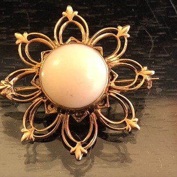 I found a gorgeous antique gold brooch with a coral center - Fine Jewelry
