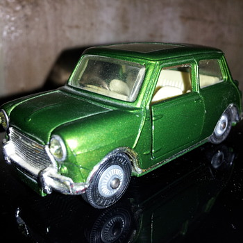 Corgi #334 Mini Magnifique. - Model Cars
