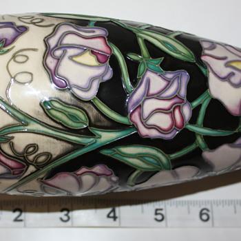 Moorcroft vase unknown design.  - Pottery