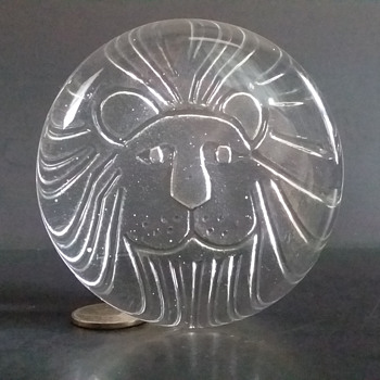 Sasaki lion head paperweight - Art Glass