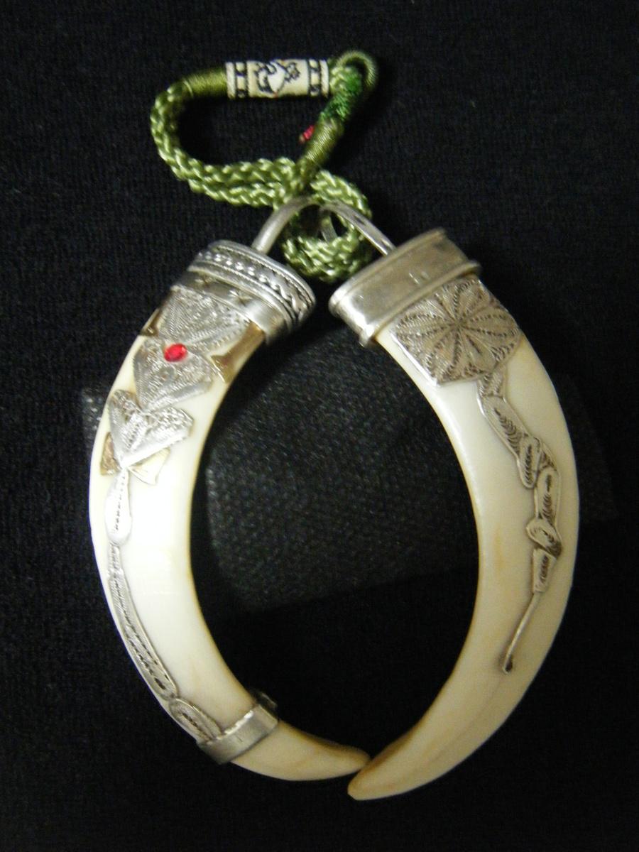 antique silver Costume pendant wild boar 3 cm