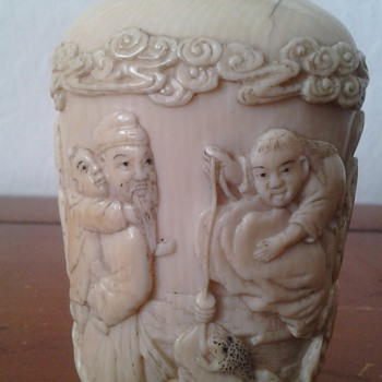 Carved Ivory snuff  bottle Qing Dynasty