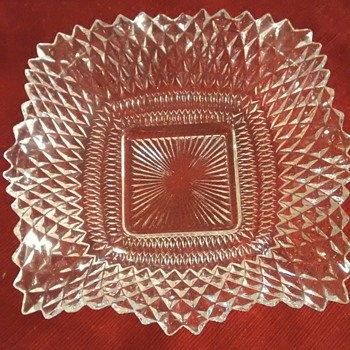 Does anybody recognize this glass pattern - Glassware