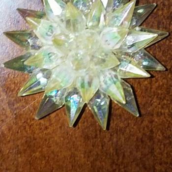 Vintage sparkly white starburst brooch - no mark found - Costume Jewelry