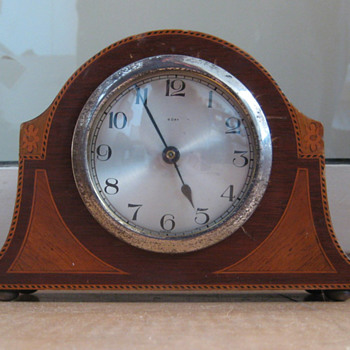 Small inlaid English timepiece mantle clock ca.1910
