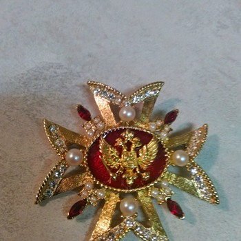 RUSSIAN DESIGN BROOCH - Costume Jewelry