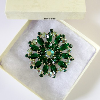 D and E Brooch - Costume Jewelry