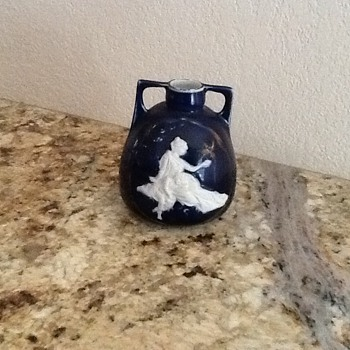 Small blue cameo vase or jar - Victorian Era