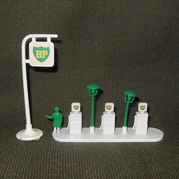 Matchbox Monday BP Garage Pumps and Forecourt Sign With Nigel 1963-1967 - Model Cars